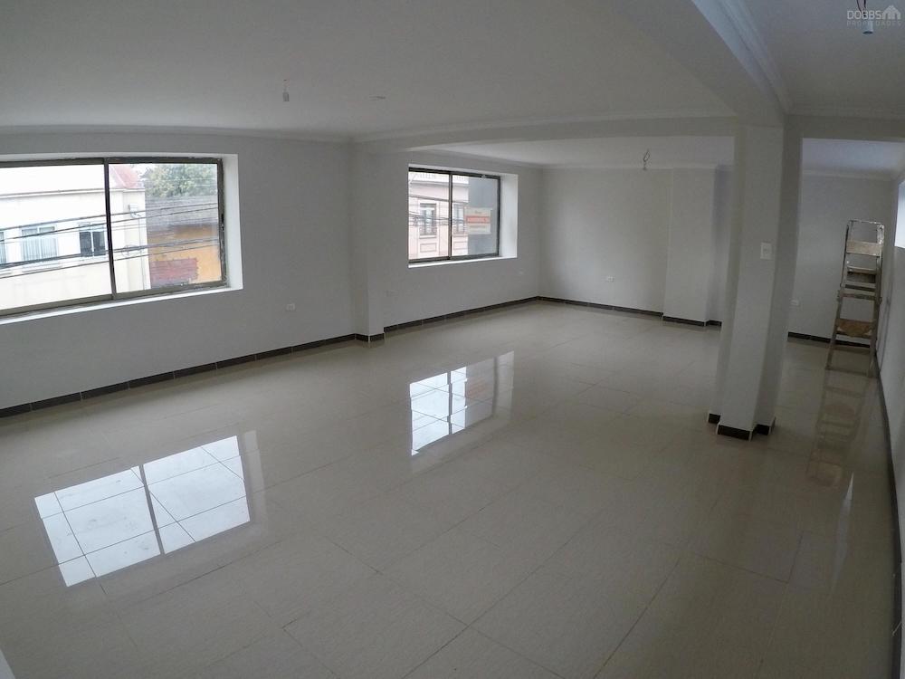 Centro de concepci n galpon oficina sala de venta dobbs for Sala 7 concepcion