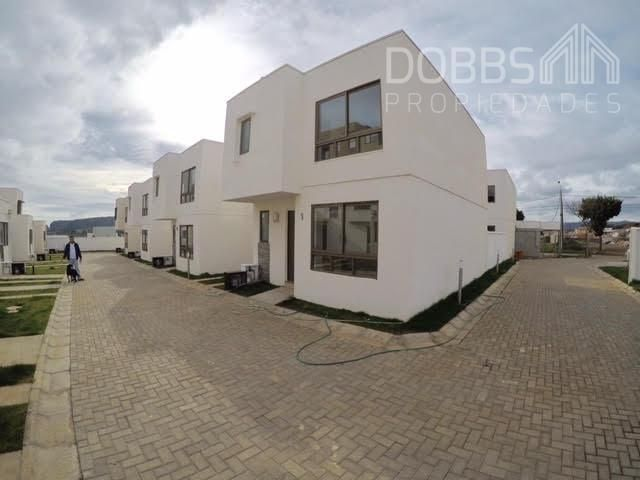 Se Vende Casa Nueva Estilo Mediterráneo en Condominio, Lomas de San Sebastian.